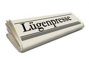 Zeitungsrolle mit Lgenpresse