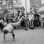 Bild: Frédéric de Villamil, Breakdance on Trafalgar Square / flickr.com (CC-BY-SA)