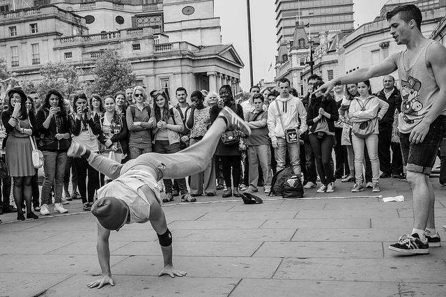 Bild: Frédéric de Villamil, Breakdance on Trafalgar Square / flickr.com (CC-BY-SA)