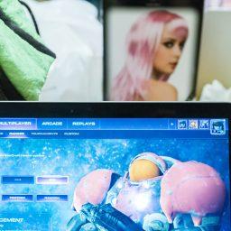 """<span style=""""color: #55d6d2;"""">Frauen & Computerspiele</span>"""