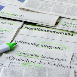 "<span style=""color: #55d6d2;"">Vielfalt fördern: Migranten im Journalismus</span>"