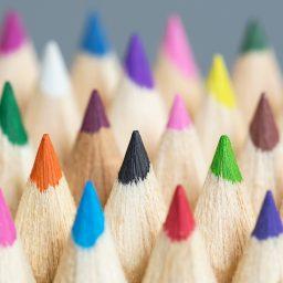 """<span style=""""color: #55d6d2;"""">Medial aktiv für eine vielfältige Gesellschaft</span>"""