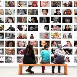 """<span style=""""color: #55d6d2;"""">Vielfältig arbeiten – vielfältig sein: Über Diversität in den Medien</span>"""